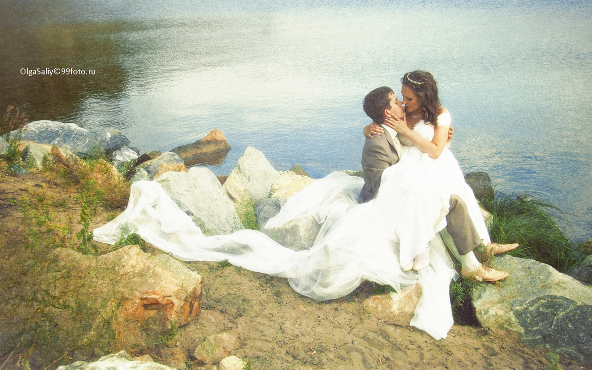 The bride and groom on the lake