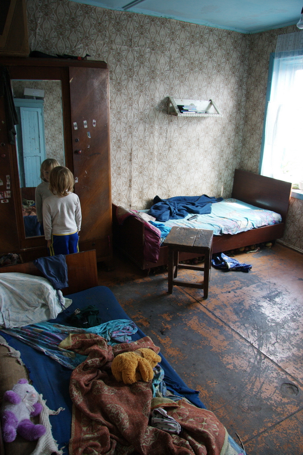 Natasha Grivtsova at home, 6 years old.
