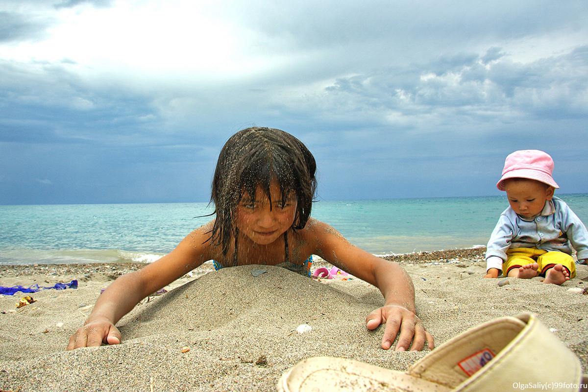 Kyrgyz girl on the shore of Issyk-Kul