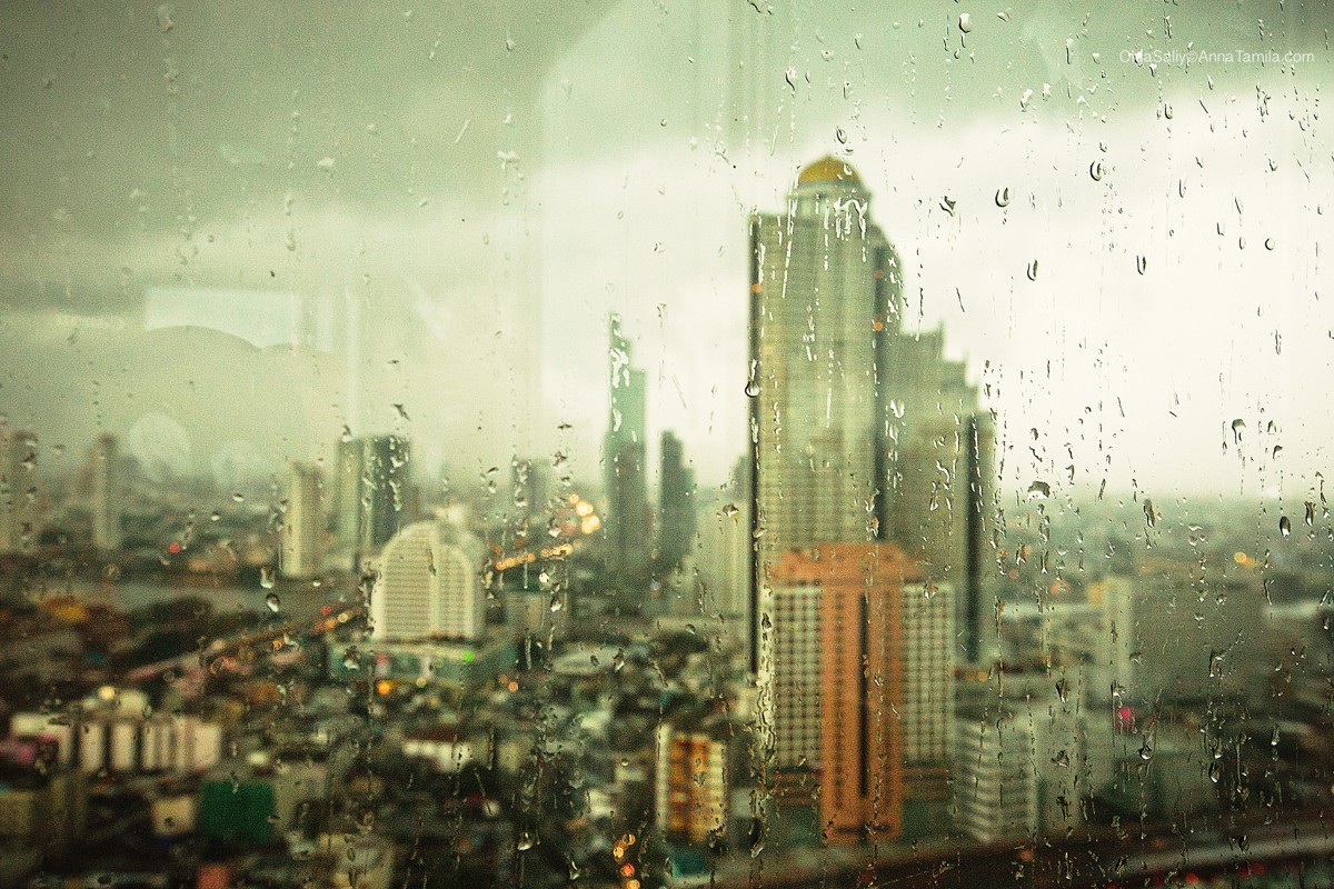 Bangkok Lebua hotel Bird eyes view thru the rain glass