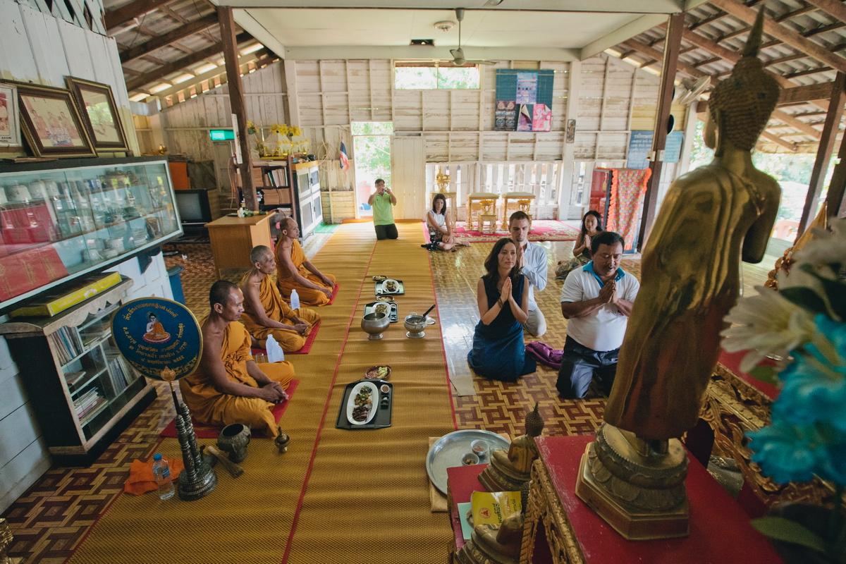 Buddist thai wedding on Koh Chang (12)