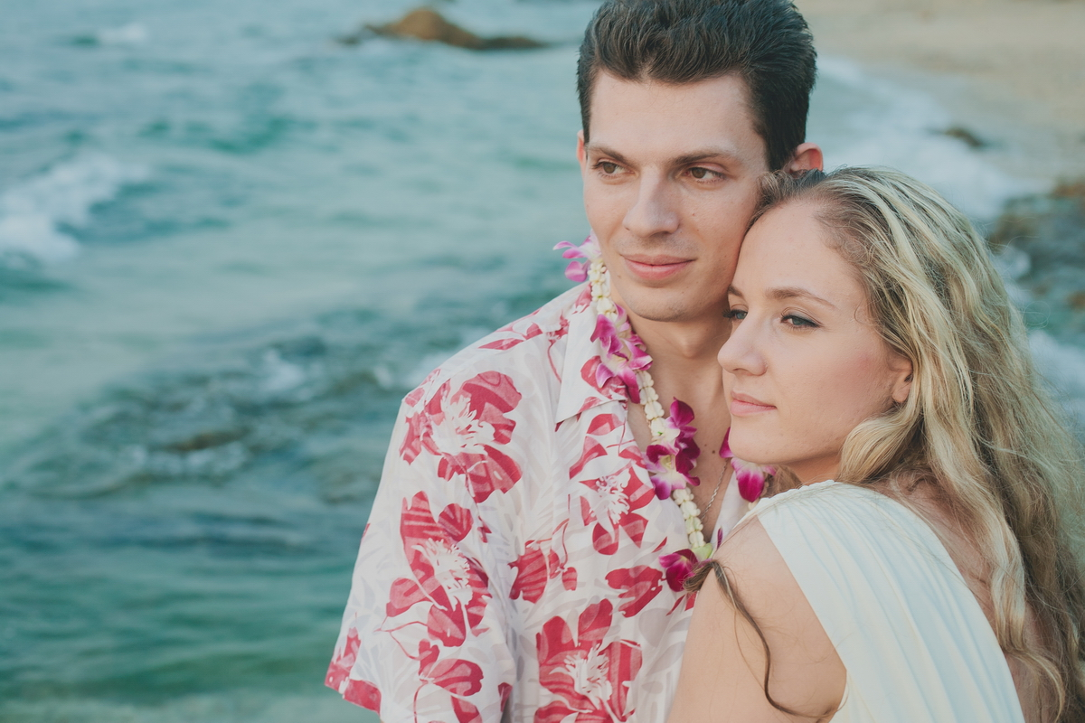 Newlyweds in Thailand. Weddings for foreigners