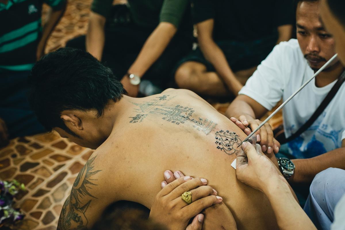 Thailand monks make Sak Yant