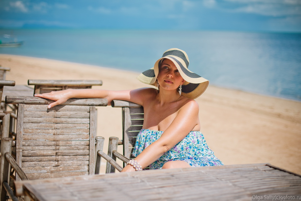 The girl in a hat on a beach photo shoot