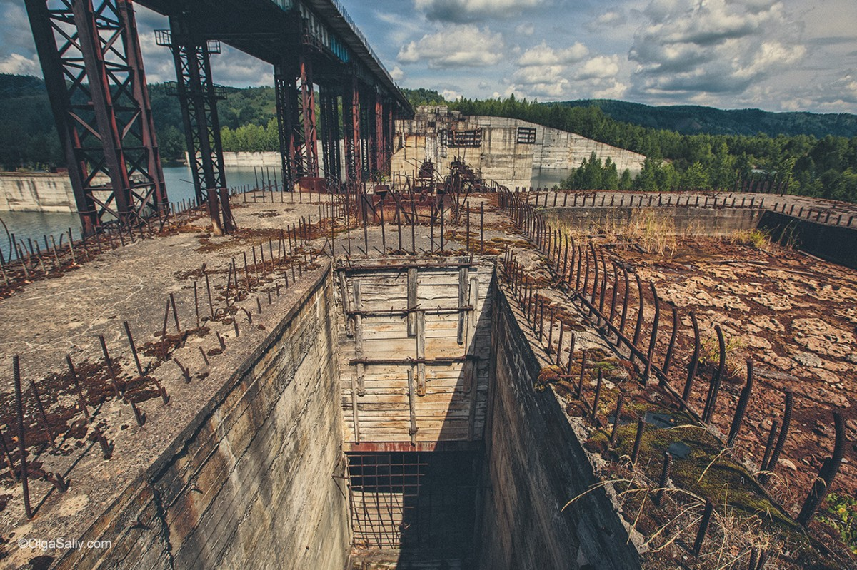 Abandoned Hydroelectricity Dam in Russia (11)