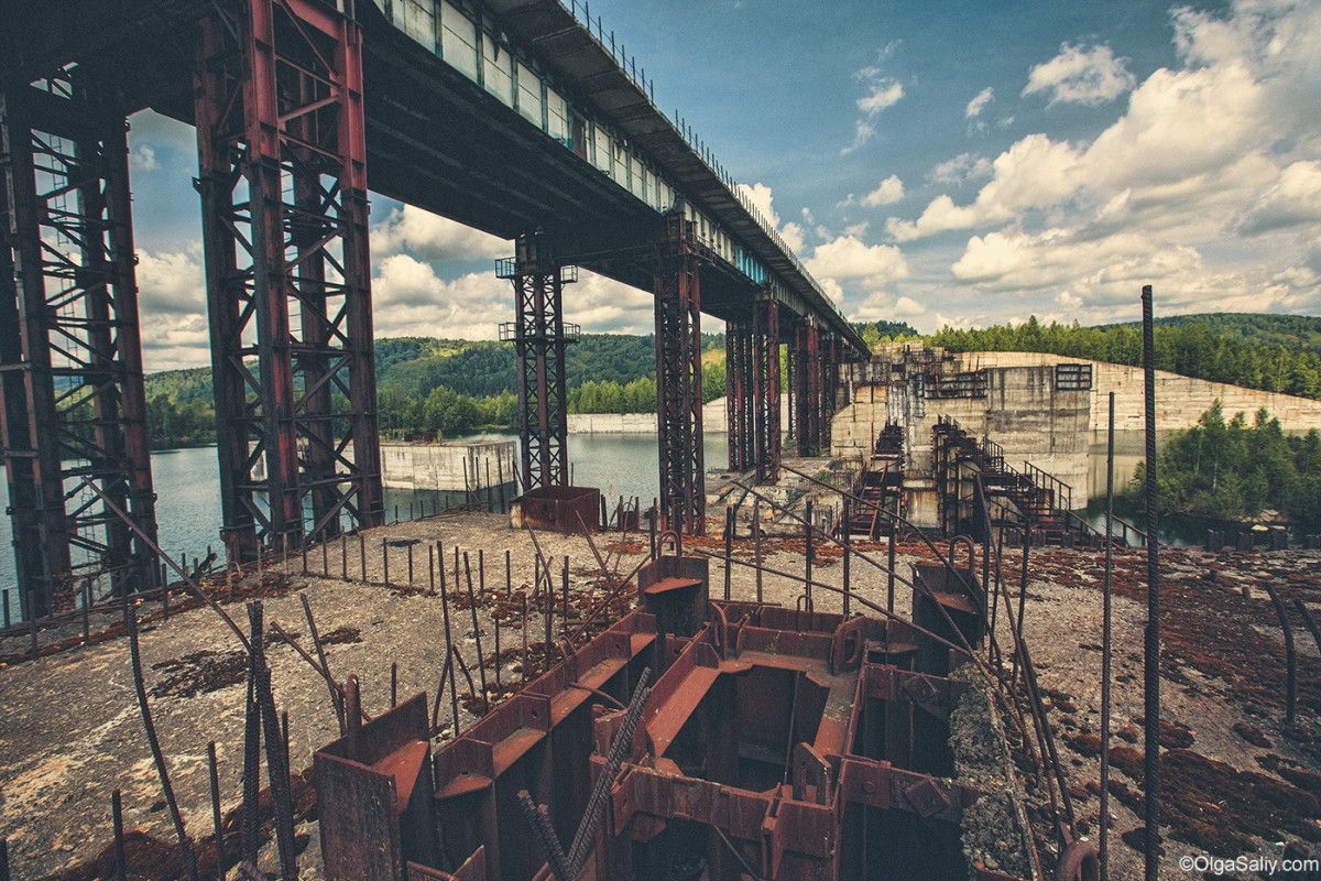 Abandoned Hydroelectricity Dam in Russia (6)