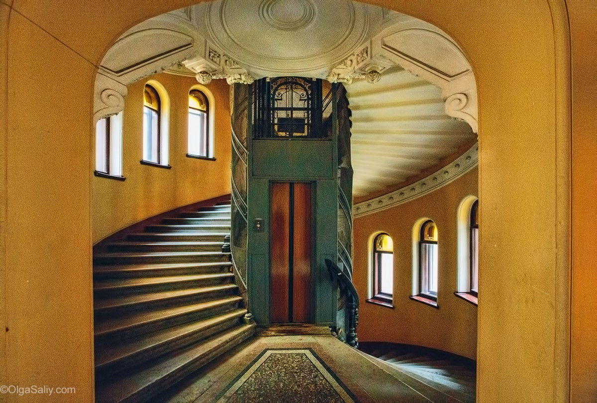 The old elevator in St. Petersburg