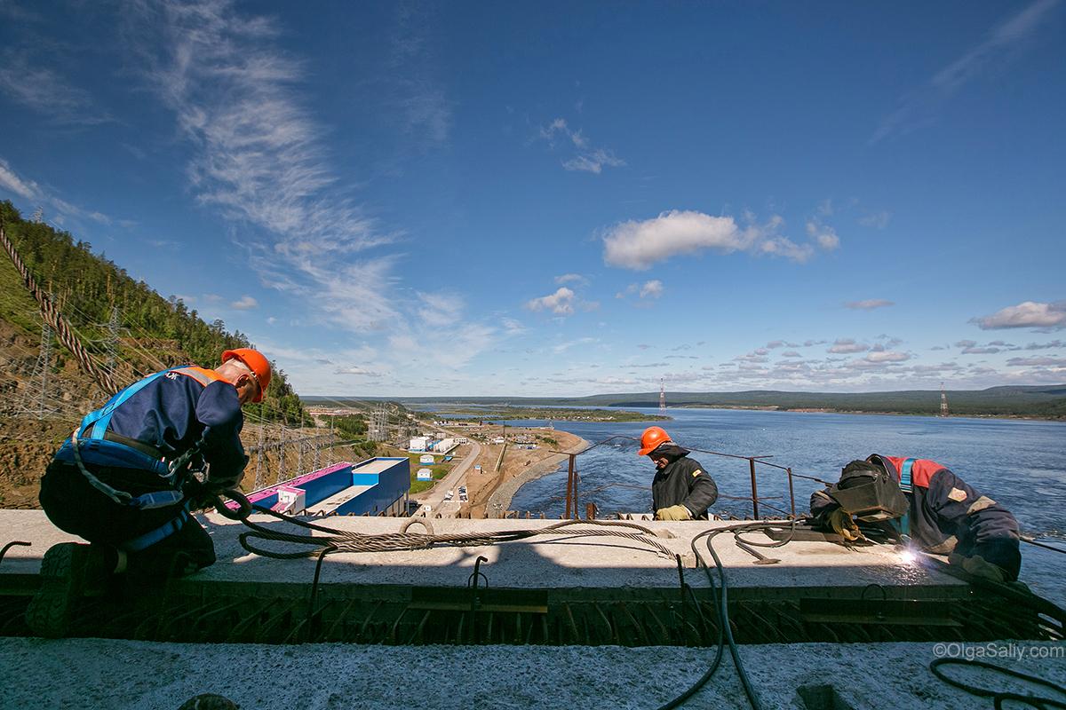 construction on Boguchany hydroelectric dam