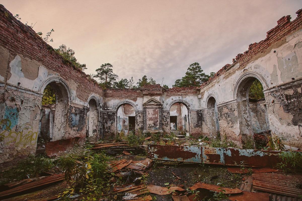 Abandoned Resort near Novosibirsk, Russia (16)