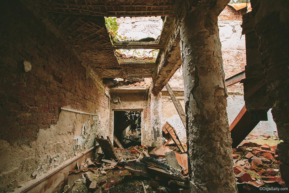 Abandoned Resort near Novosibirsk, Russia (15)
