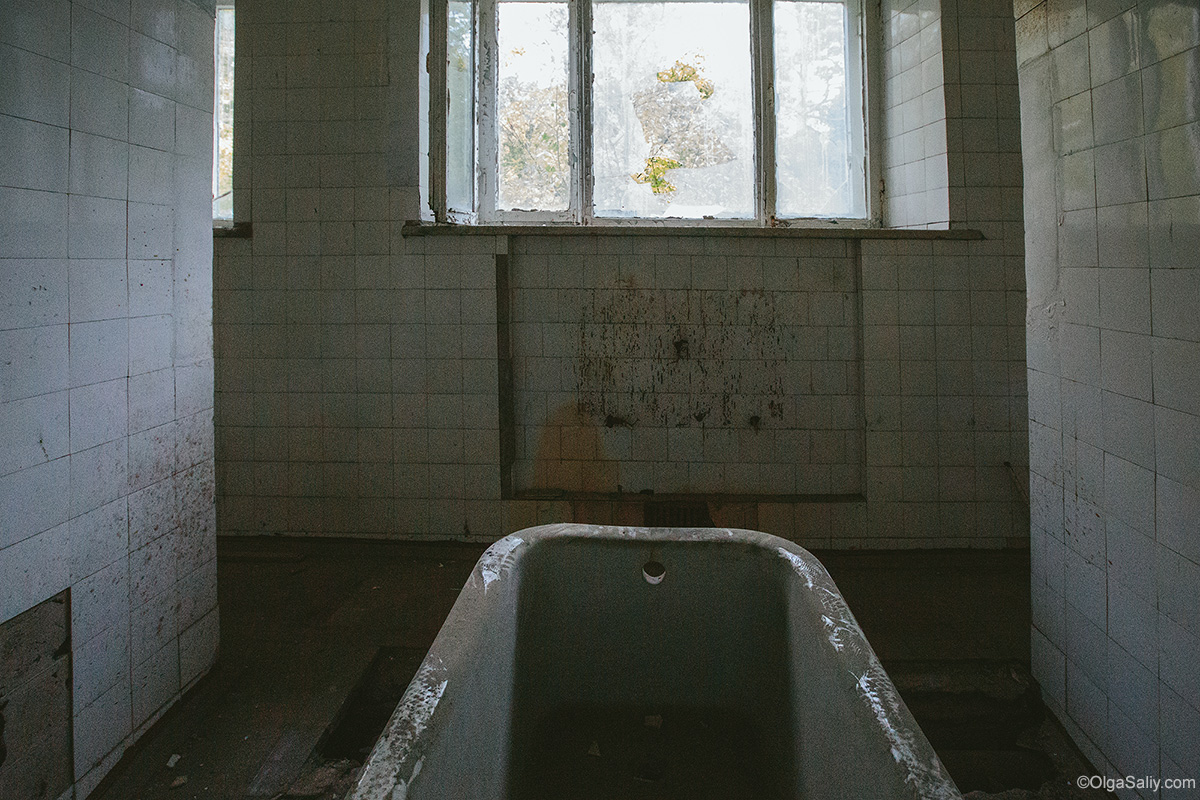 Abandoned Resort bathroom