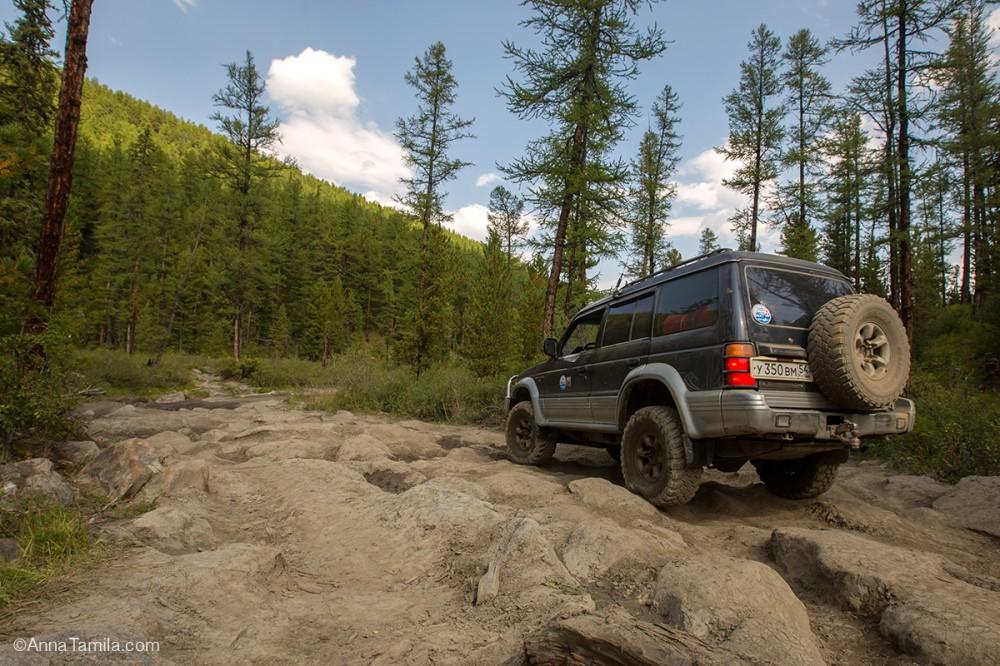 Altai Mountains road o Aktru