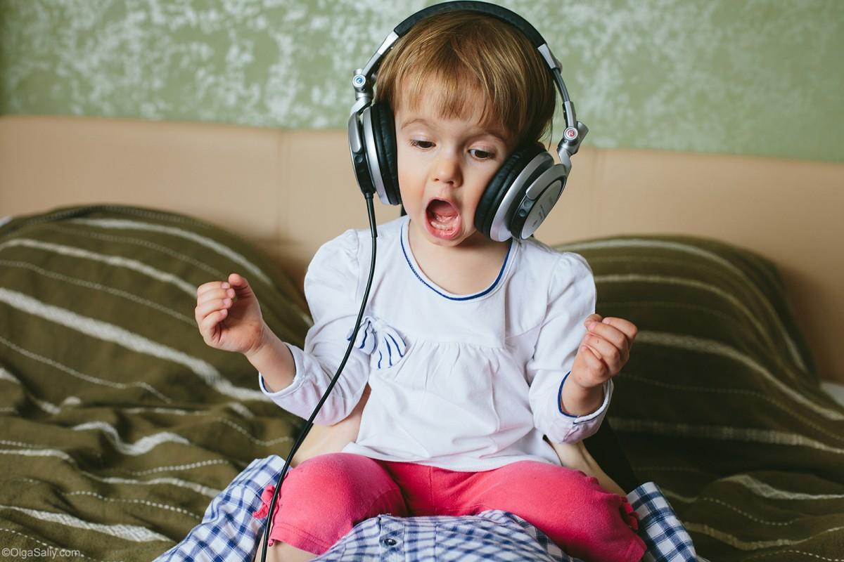 little girl lister to music