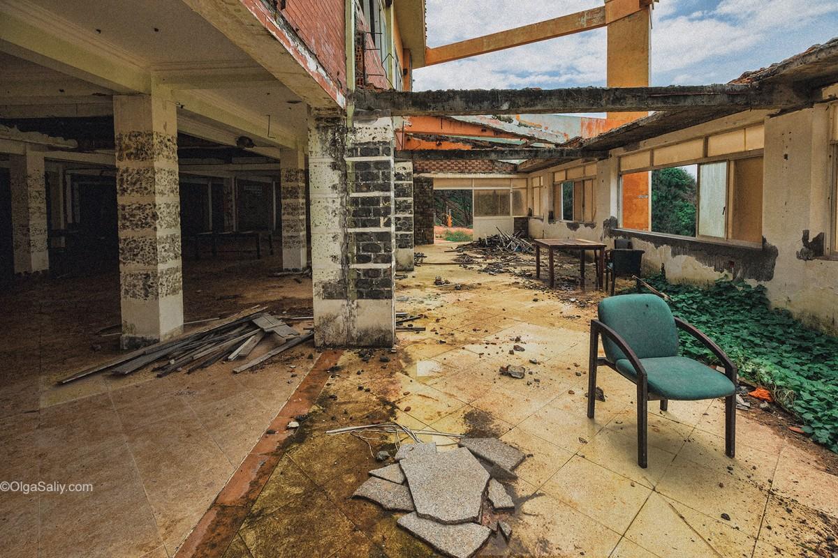 Abandoned Hotel Vietnam (6)