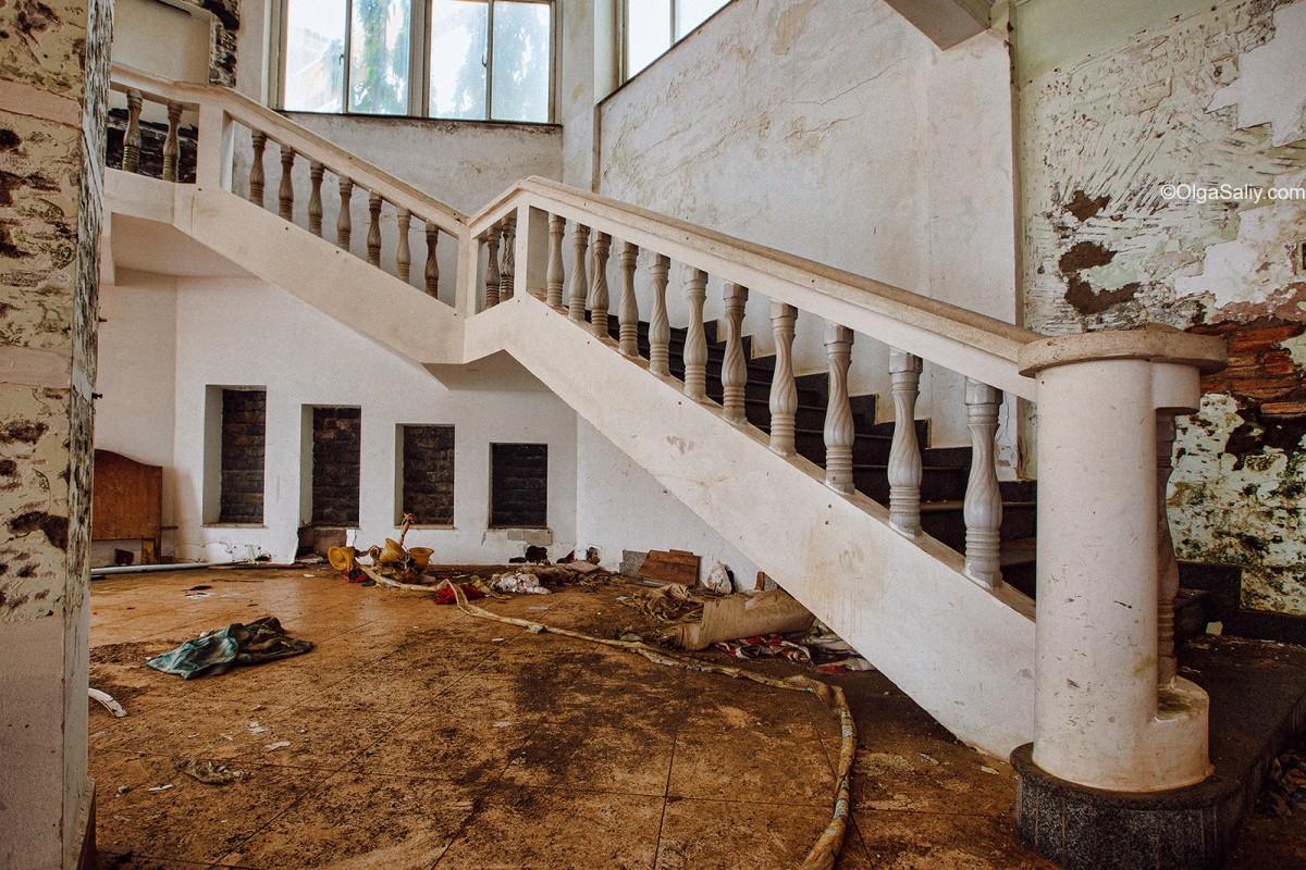Abandoned Hotel Vietnam (1)