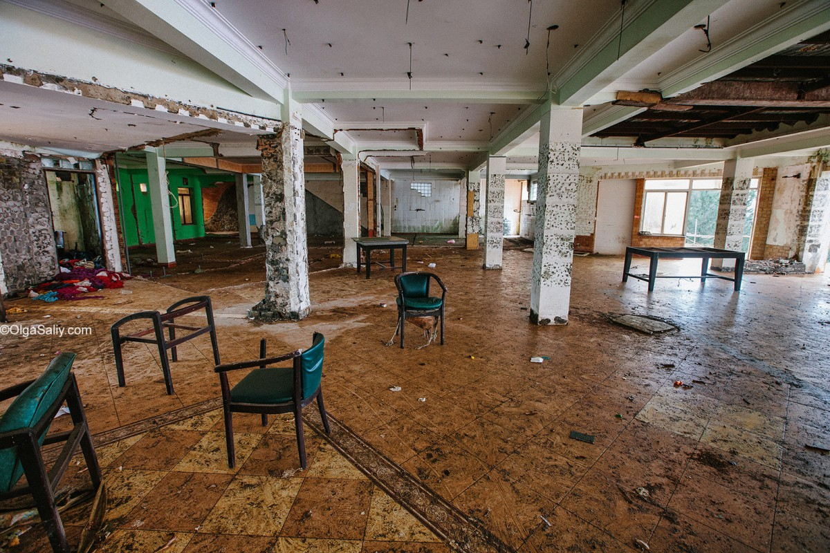 Abandoned Hotel Vietnam (3)