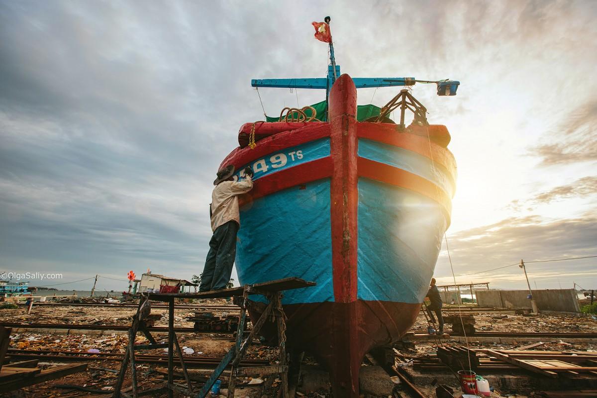 Interesting places Shipyard in VungTau, Vietnam (8)