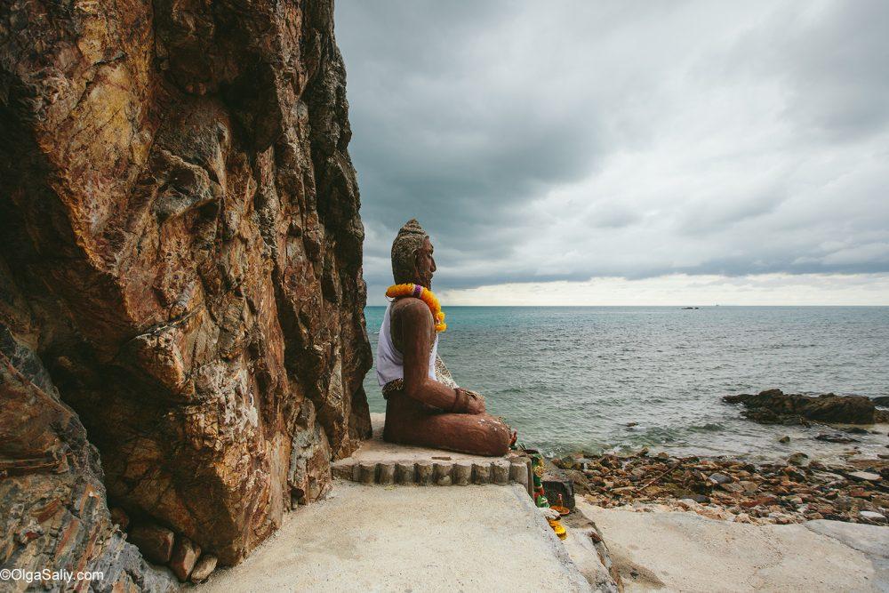 Secret Monk in his cave Samui Thailand (12)