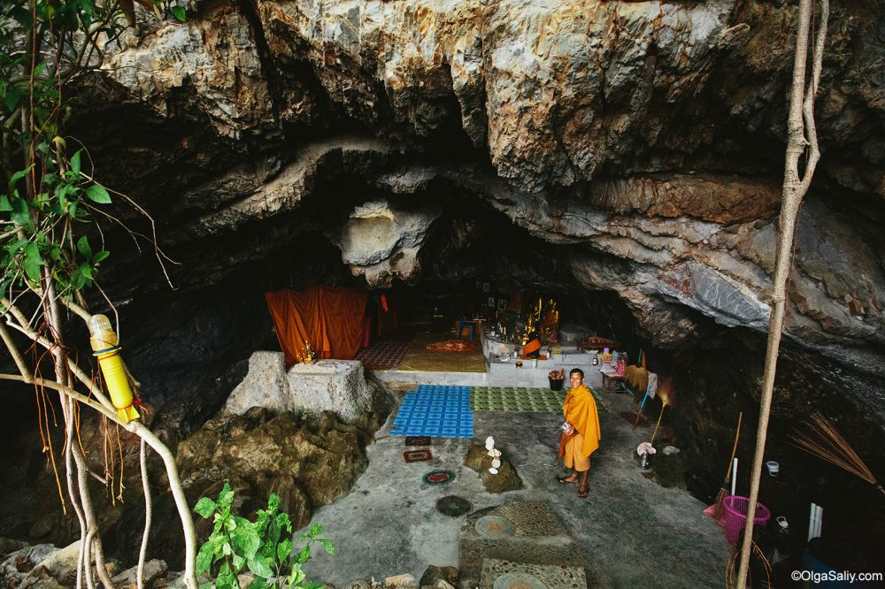 Secret Monk in his cave Samui Thailand (10)