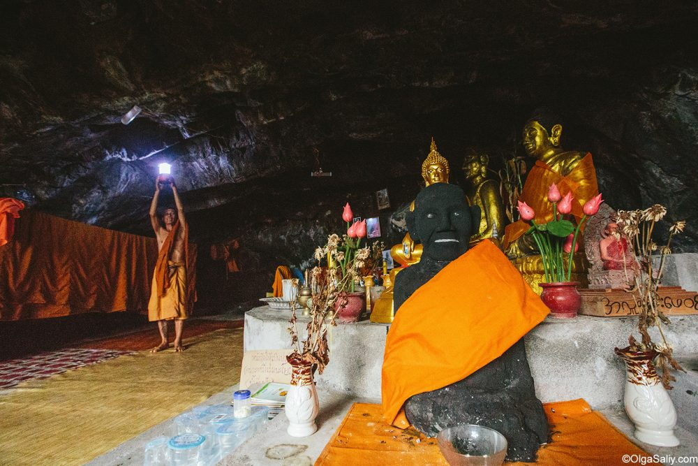 Secret Monk in his cave Samui Thailand (9)