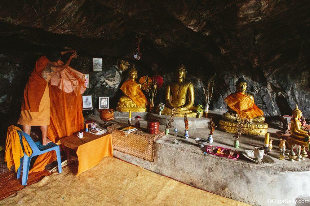 Secret Monk in his cave Samui Thailand (7)