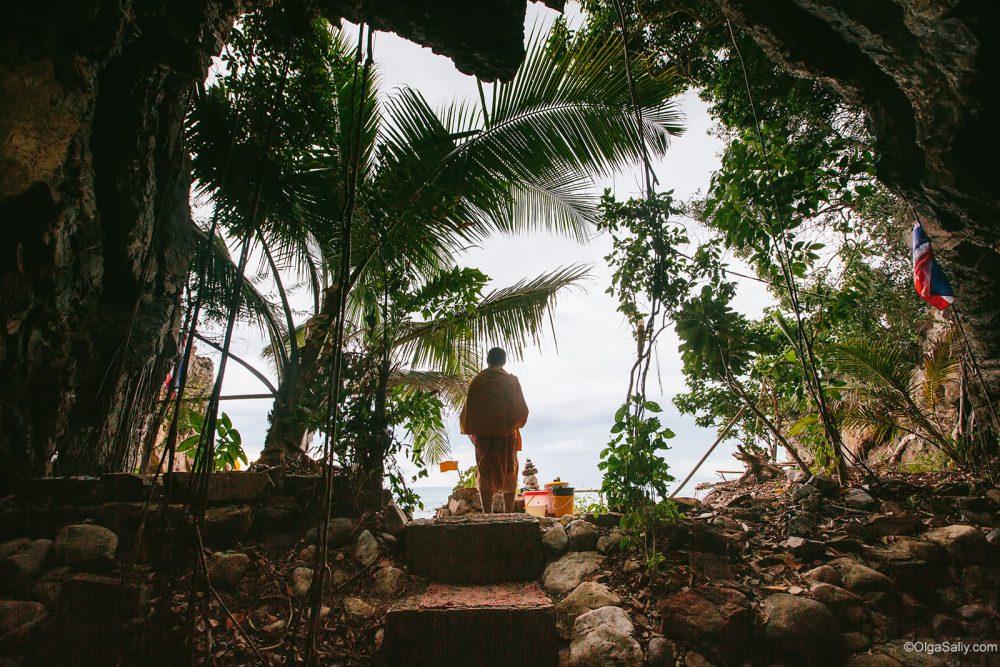 Secret Monk in his cave Samui Thailand (5)