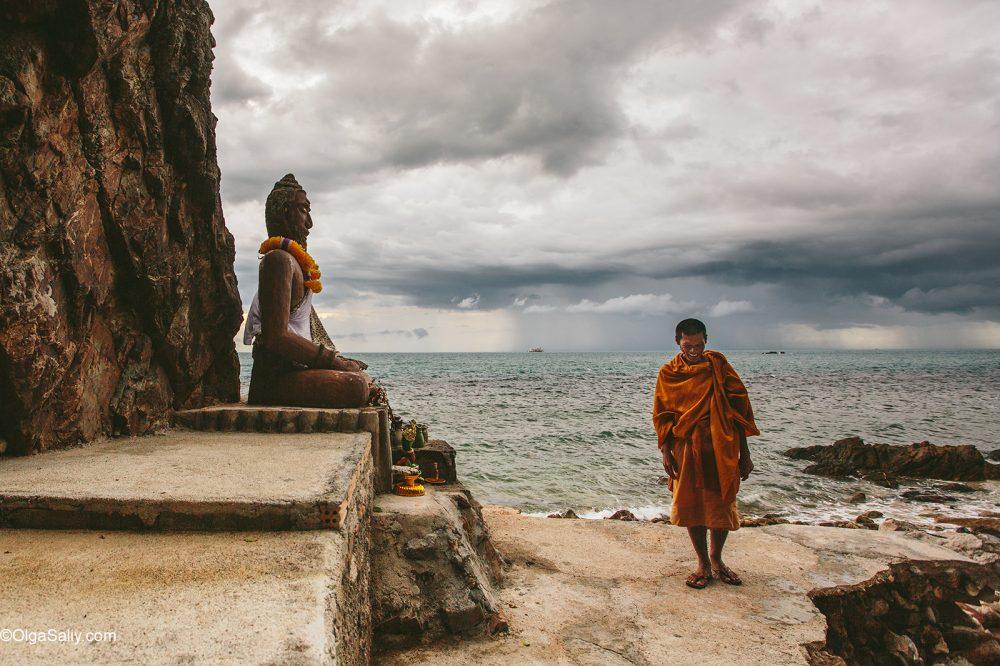 Secret Monk in his cave Samui Thailand (4)