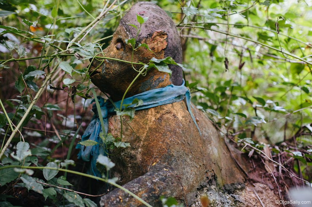 Abandoned statues with traces of bullets on Koh Samui (4)