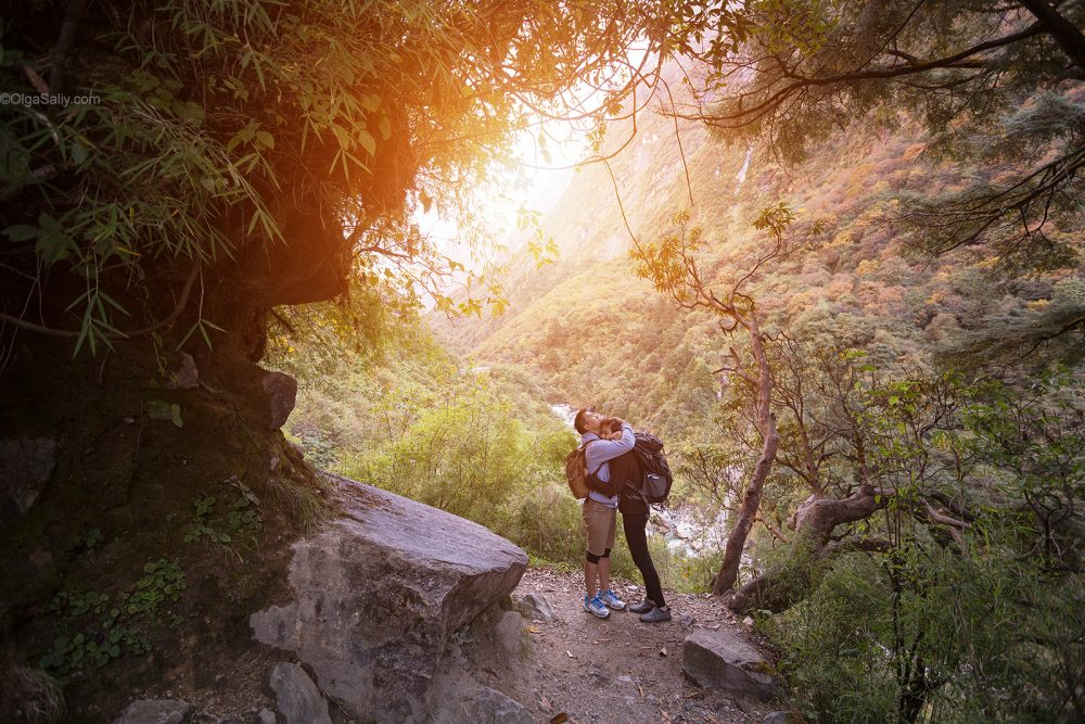 Love photo story in Nepal mountains