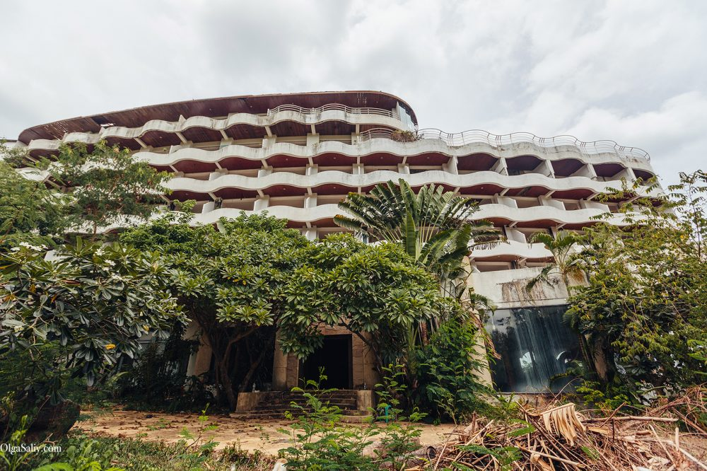 Abandoned hotel 404 on Koh Samui, Chaweng (1)