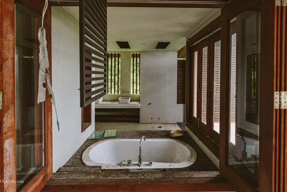 Samui Places: Abandoned Villa in Lamai jungle (2)