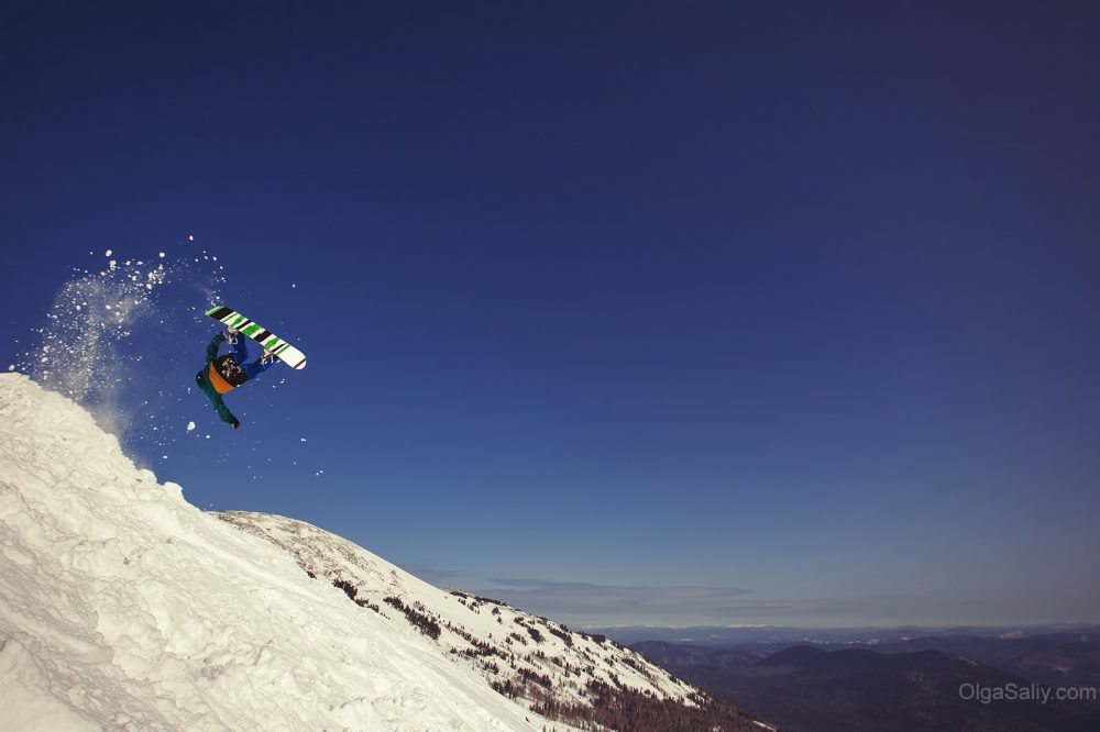 Jumping Snowboarder, Russia