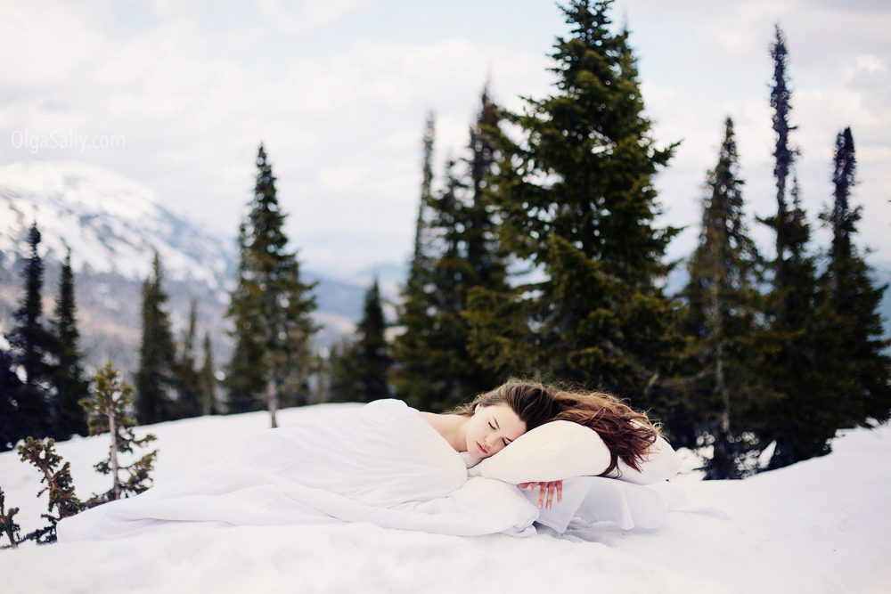 Siberian girl Photo shooting in snow (5)