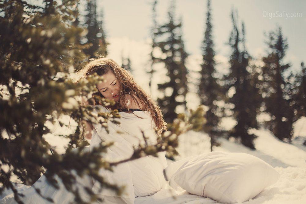 Siberian girl Photo shooting in snow (3)