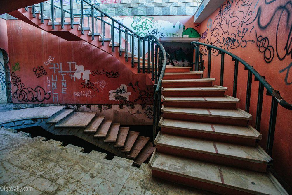 Abandoned Restaurante Panorâmico de Monsanto, Portugal (14)