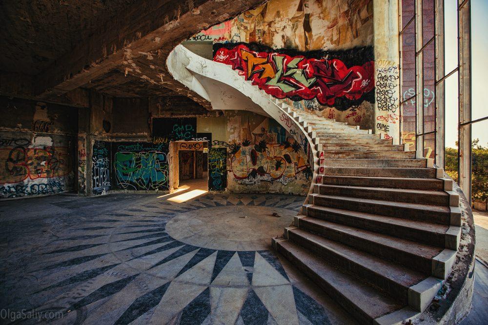 Abandoned Restaurante Panorâmico de Monsanto, Portugal (6)