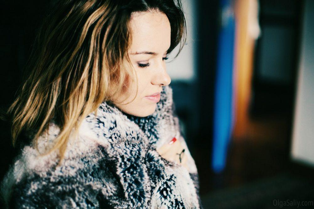 Aria Moore, singer and traveler