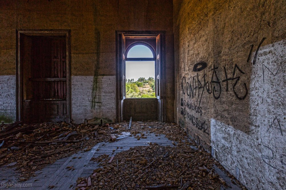 Abandoned castle of The Garbage King. Palácio do Rei do Lixo, Portugal (9)