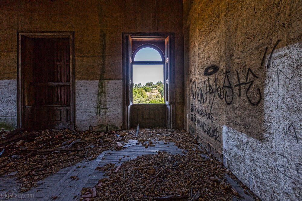 Abandoned castle of The Garbage King. Palácio do Rei do Lixo, Portugal (9)