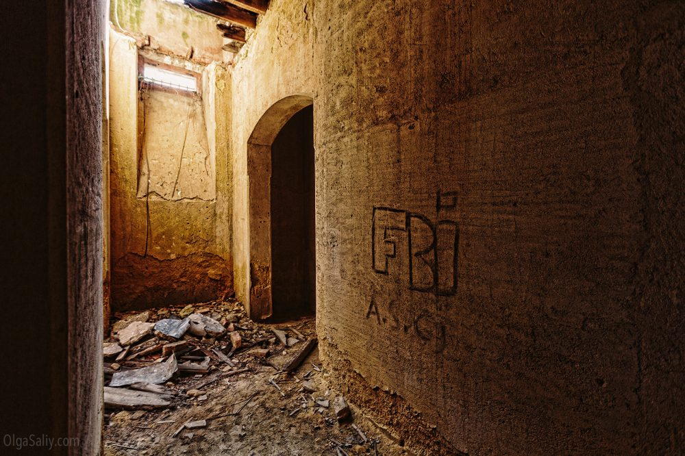 Abandoned castle of The Garbage King. Palácio do Rei do Lixo, Portugal (5)
