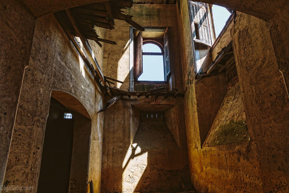 Abandoned castle of The Garbage King. Palácio do Rei do Lixo, Portugal (4)