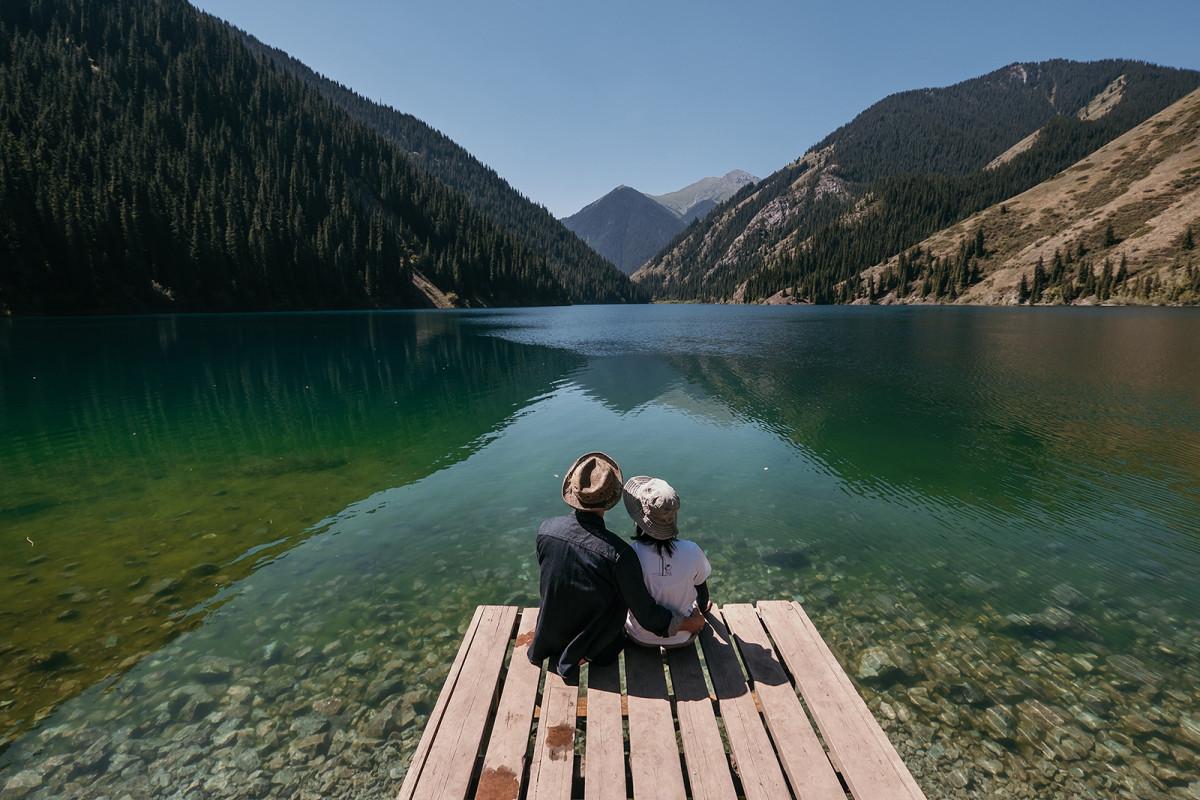 Prewedding trekking, Kazakhstan kolsay lake