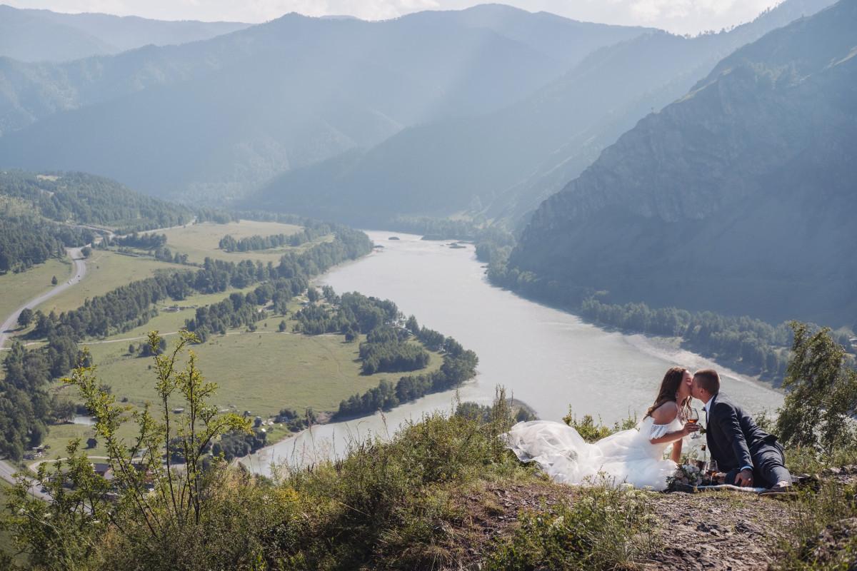 Altai mountains photoshoot in pre wedding traveling